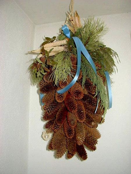 Arrangement of fir cones - Ferienhof Henn