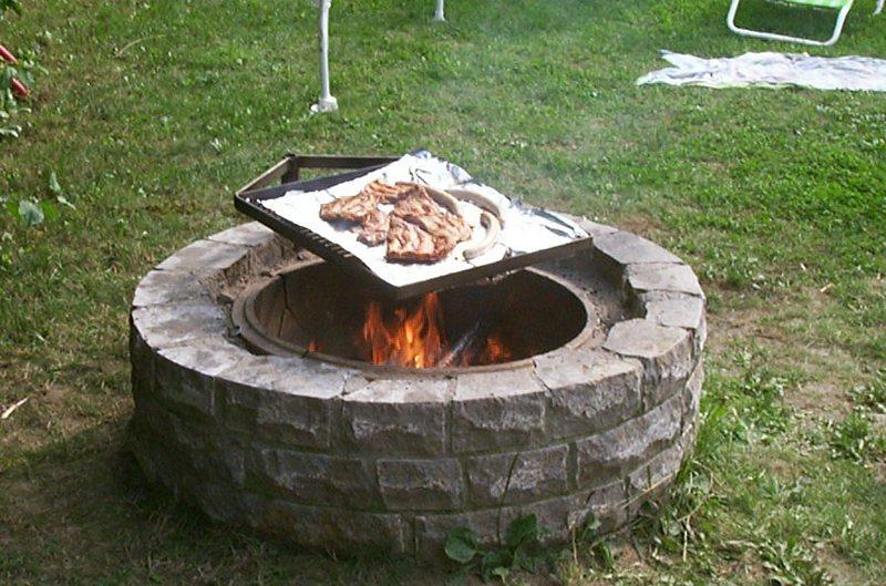 Henn's Homestead - Barbecue grill